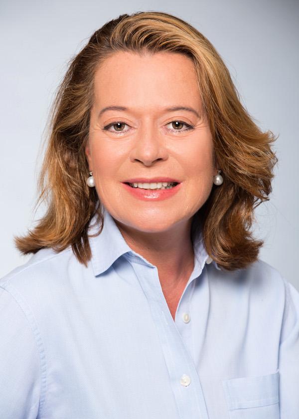 Dr. Monika Semelmayer Invisalign und unsichtbare Zahnspangen